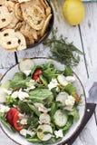 Organische Draufsicht des grünen Salats stockfotos