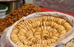 Organische Droge Fig. en Rozijnen bij een Turkse Straatmarkt Stock Foto's