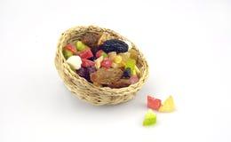 Organische gesunde sortierte Trockenfrüchte auf einer Platte Stockfoto