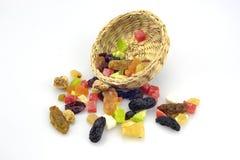 Organische gesunde sortierte Trockenfrüchte auf einer Platte Stockbild