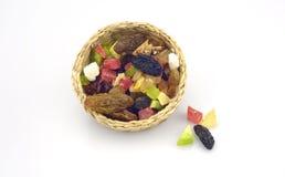 Organische gesunde sortierte Trockenfrüchte auf einer Platte Lizenzfreie Stockfotos