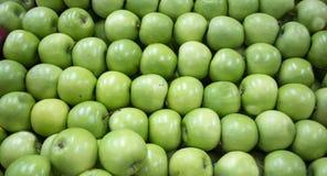 Organische grüne Apfelgruppe Lizenzfreie Stockfotos
