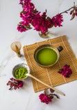 Organische gr?ne matcha Teezeremonie ein gesundes Getr?nk Japanisches traditionelles Getr?nk lizenzfreie stockfotografie