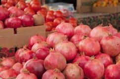 Organische granaatappels in seizoen Royalty-vrije Stock Foto