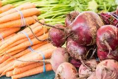 Organische groente bij landbouwersmarkt Stock Afbeelding