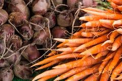 Organische groente bij landbouwersmarkt Royalty-vrije Stock Foto's