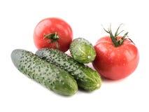 Organische groenten en vruchten Avocado's en tomaten op een witte achtergrond royalty-vrije stock foto