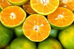 Organische het Voedsel Zoete Aard Oranje Groen Juice Fresh van Mandarijnthailand Stock Afbeelding