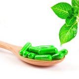 Organische kruiden groene geneeskundecapsule Royalty-vrije Stock Afbeelding