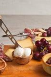 Organische Nahrungsmittel für ein französisches Weinprobeereignis Stockfotos