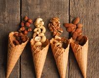 Organische noten met roomijskegels op hout Royalty-vrije Stock Afbeeldingen