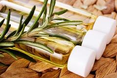 Organische olie met rozemarijnclose-up Royalty-vrije Stock Foto's