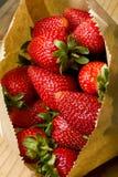 Organische reife rote Erdbeeren Lizenzfreie Stockfotografie