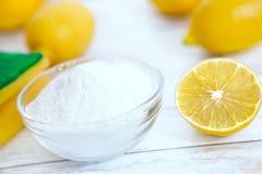 Organische Reiniger, Backnatron und Zitrone lizenzfreies stockfoto