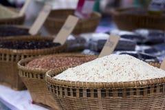 Organische rijstinzameling in de Bamboemand royalty-vrije stock fotografie