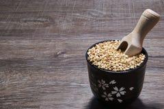 Organische Samen in einer Schüssel lizenzfreie stockfotos