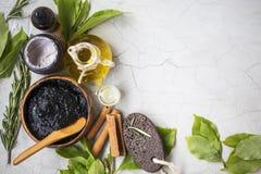 Organische skincare Behandlungen und Badekurortprodukte mit Öl, Schlamm, Lehm lizenzfreies stockbild