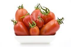 Organische Tomaten in einem Teller Lizenzfreie Stockbilder