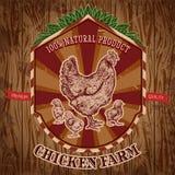 Organischer Hühnerbauernhof-Weinleseaufkleber mit Henne mit Küken auf dem Schmutzhintergrund Lizenzfreies Stockbild