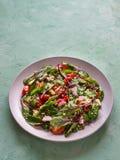 Organischer Mangoldgemüse-Salat mit Quinoa und Tomaten lizenzfreie stockbilder