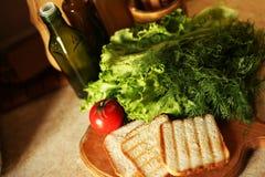 Organischer strenger Vegetarier auf K?che sich vorbereiten stockbild