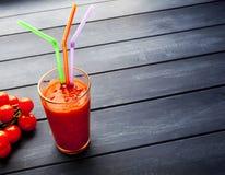 Organischer Tomatesaft lizenzfreie stockfotografie