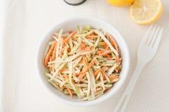 Organisches Brokkoli slaw und zerrissene Karotten Stockbilder