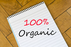 100% organisches Konzept auf Notizbuch Stockfoto
