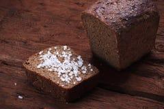 Organisches selbst gemachtes Brot mit Seesalz Lizenzfreie Stockfotografie