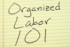 Organiserat arbete 101 på ett gult lagligt block Arkivfoton