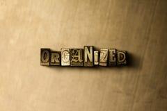 ORGANISERAT - närbild av det typsatta ordet för grungy tappning på metallbakgrunden royaltyfria foton