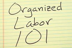 Organisierter Arbeiterschaft 101 auf einem gelben Kanzleibogenblock Stockfotos