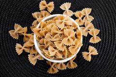 Organisk Farfalle pasta Royaltyfria Bilder