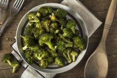 Organisk gräsplan grillade broccoliFlorets Arkivfoton