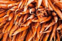 Organisk grönsak på bondemarknaden Arkivfoto