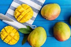organisk mango arkivfoton