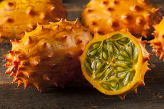 Organisk orange Kiwano melon arkivfoton