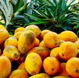 Organisk Papayas och ananas Arkivbild