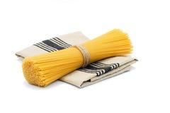 Organisk rå spagetti Arkivfoto