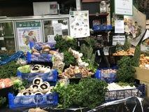 Organiska champinjoner som är till salu på staden, marknadsför, London, UK Royaltyfri Bild