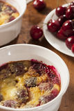 Organiska Cherry Cobbler Cake Arkivbilder