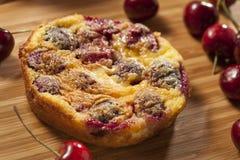 Organiska Cherry Cobbler Cake Royaltyfri Fotografi