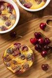 Organiska Cherry Cobbler Cake Arkivbild