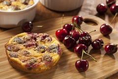 Organiska Cherry Cobbler Cake Royaltyfri Foto