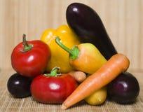 Organiska grönsaker royaltyfria bilder