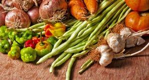 Organiska grönsaker från kubansk marknad Arkivfoton