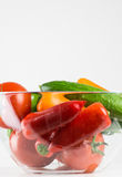 Organiska grönsaker i bunke Arkivfoto