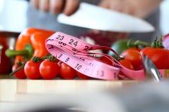Organiska lilla Cherry Tomatoes Size Measurement fotografering för bildbyråer