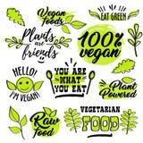 Organiska och strikt vegetarianlogoetiketter stock illustrationer