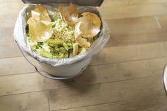Organiska rester och matrester för recycying och composting royaltyfria bilder